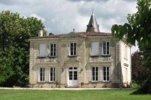 Très belle demeure en pierre de 227 m2 habitables au milieu d'un superbe parc de 7 000 m2....